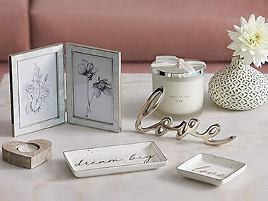 Picture frame, candle and other room accessories
