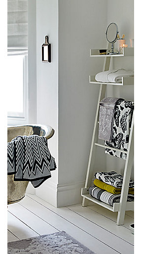 Towels and a towel ladder in a bathroom