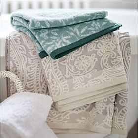 Patterned bath towels and hand towels