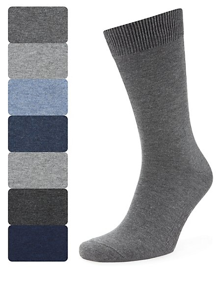 7 Pairs of Freshfeet™ Cotton Rich Plain Socks