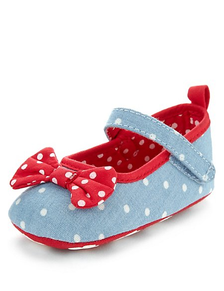 Spotted Bow Ballet Pram Shoes (Younger Girls)