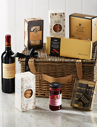Delicious Hamper with Wine Hampers