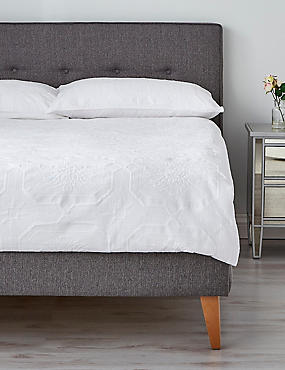 Felicity Matelassé Bedding Set
