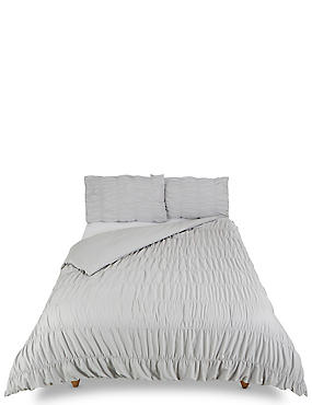 Casual Smocking Bedding Set
