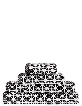 Geometric Print Star Towel, BLACK, catlanding