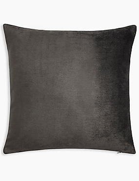 La Perla Cushion, CHARCOAL, catlanding