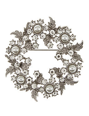 Pearl Effect & Diamanté Wreath Brooch