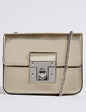 This simple Cross body bag is discreet and stylish.