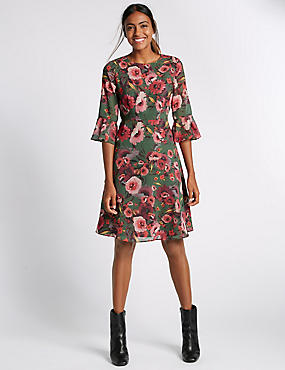 Tailored Fit Floral Print Shift Dress
