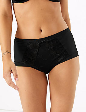 Olivia Embroidered High Rise Shorts, BLACK, catlanding
