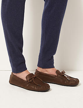 Moccasin Slippers with Freshfeet™, DARK TAN, catlanding