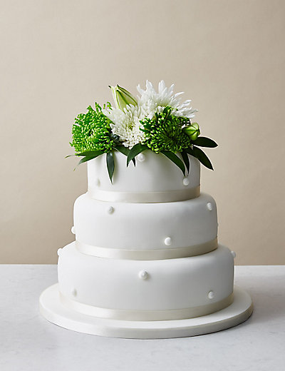 Romantic Pearl Sponge Wedding Cake