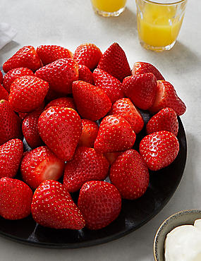 Fresh Strawberries & Cream (Serves 8)