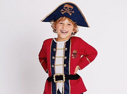 Kid in pirate dress