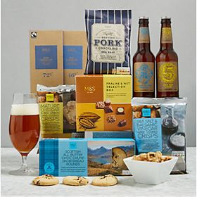 Hamper including beer, biscuits and crisps