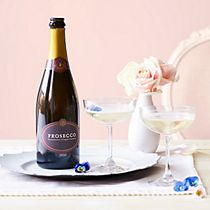 Prosecco on a tray with glasses