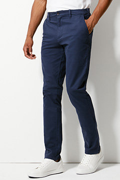 Man wearing slim chinos