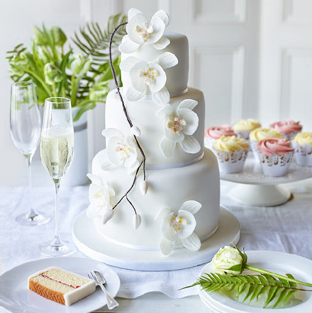 10% off all wedding cakes