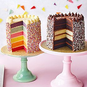 Rainbow and chocolate sponge cakes on stands
