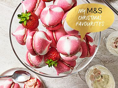 Strawberry and cream meringues in a bowl with glasses of champagne and fresh strawberries