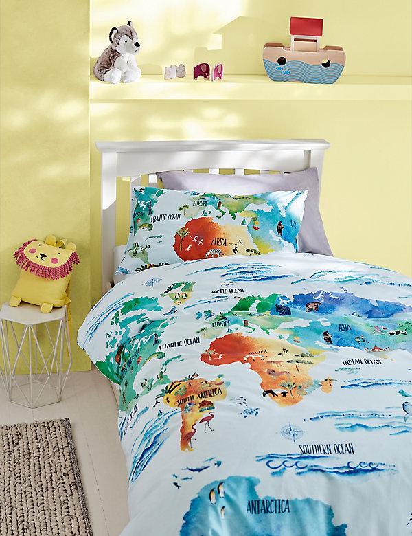 Bettwäscheset mit hohem Baumwollanteil und Weltkarte