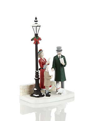 Christmas Carol Singers Ornaments.Carol Singers Christmas Decoration M S
