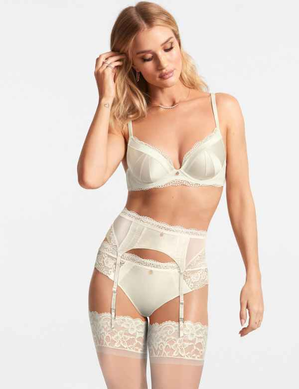 203daed56ddb8 Lace Padded Plunge A-E Set with Silk