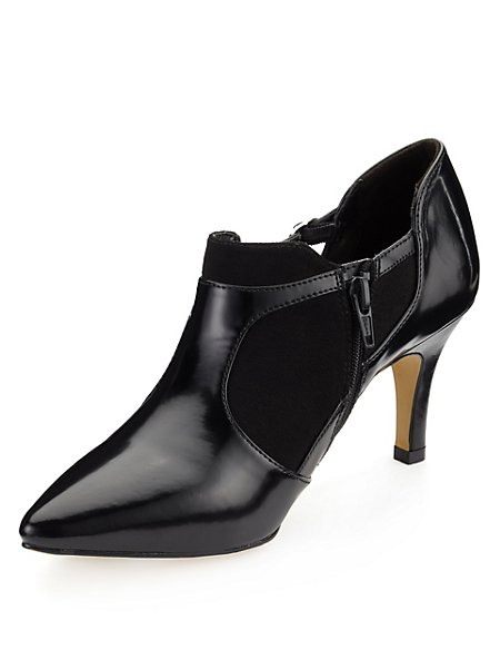 Cut-Out Shoe Boots with Insolia®