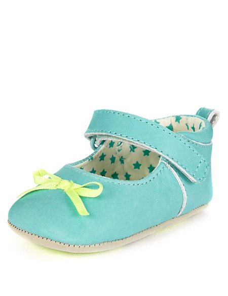 Leather Bow Ballet Pram Shoes (Younger Girls)