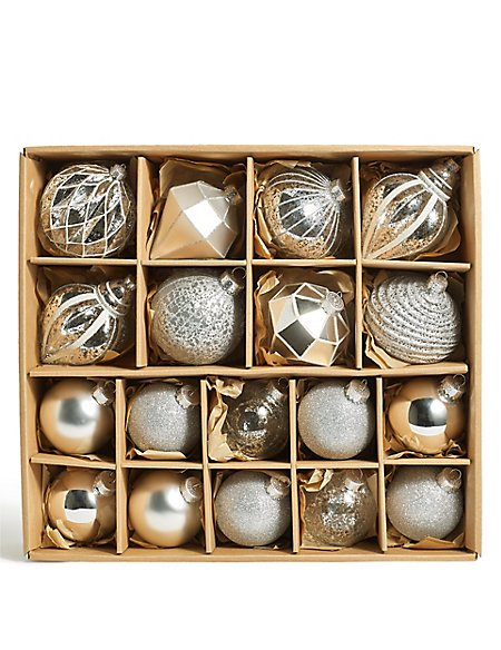 18 Silver Hollywood Baubles