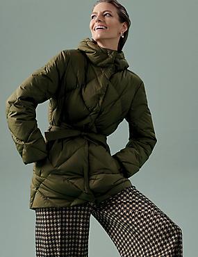 Prošívaný kabát zpeří aprachového peří spáskem