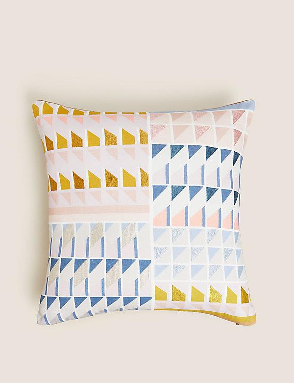 Vyšívaný bavlněný polštářek sgeometrickým vzorem