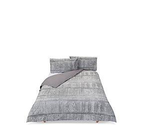 Global Patch Jacquard Bedding Set