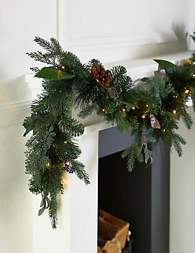 12ft lit natural leaf berry garland