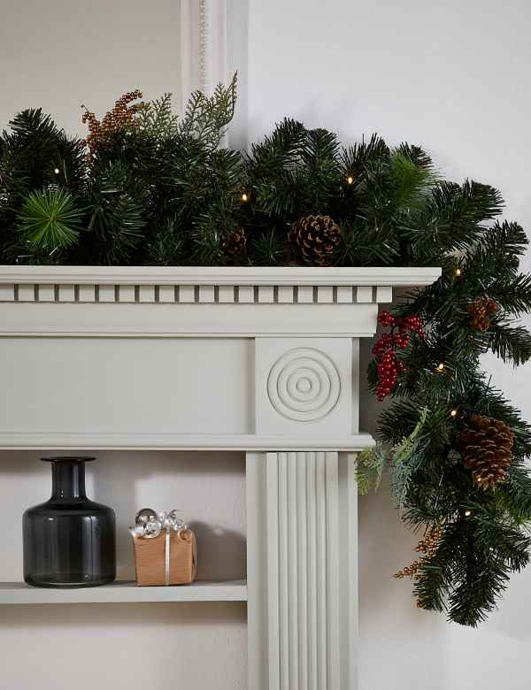 Christmas Lighted Garlands.Christmas Wreaths Garlands Pre Lit Wreaths Garlands M S