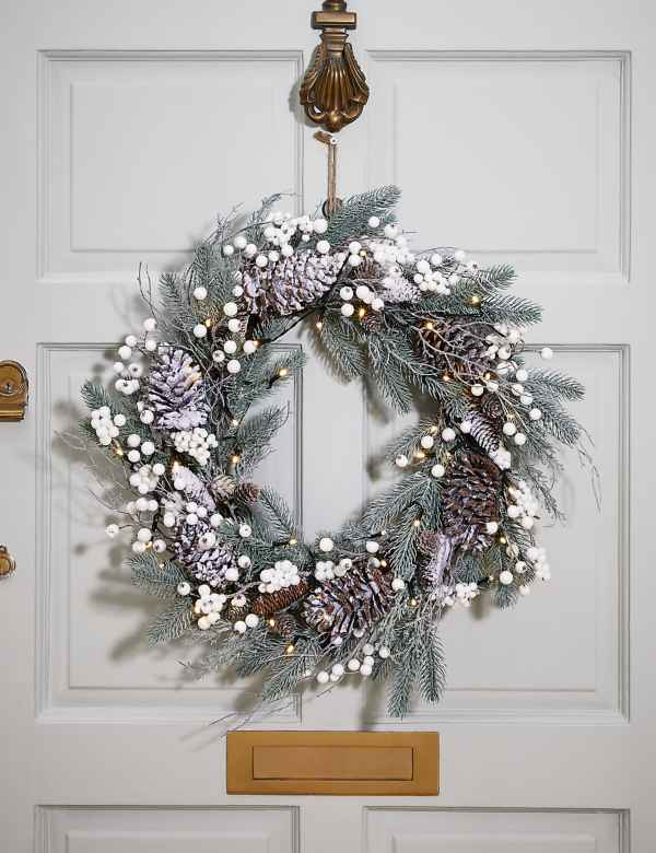 Artificial Christmas Wreaths.Christmas Wreaths Garlands Pre Lit Wreaths Garlands M S