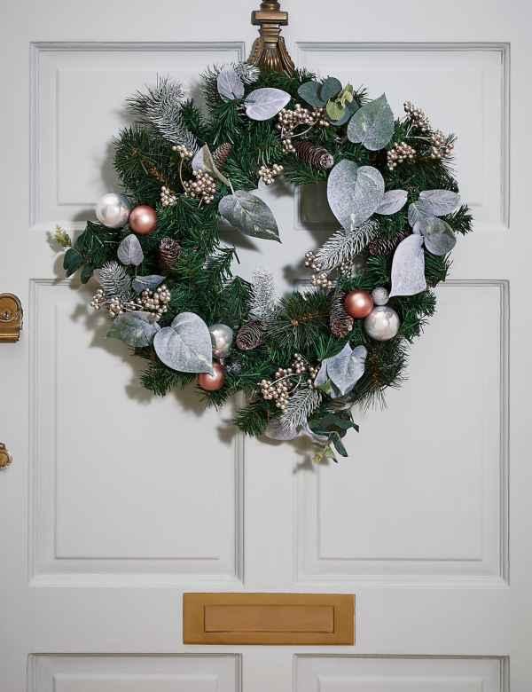 Christmas Reef.Christmas Wreaths Garlands Pre Lit Wreaths Garlands M S