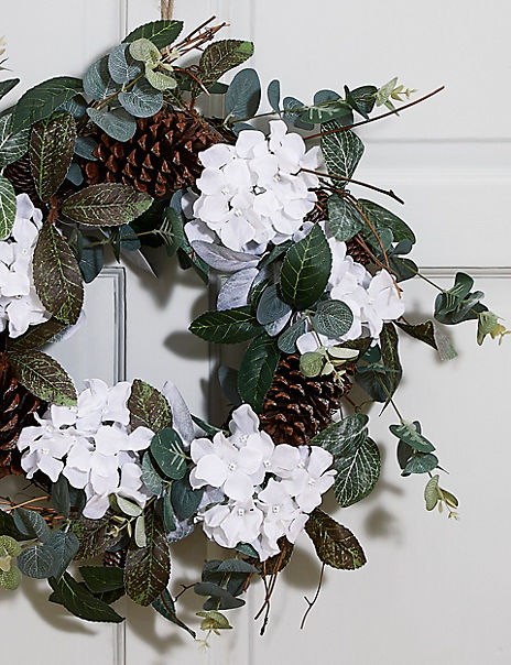 18inch White Floral Wreath