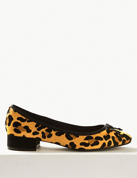 Suede Bow Detailed Ballet Pumps