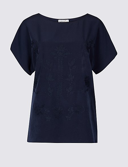 Embroidered Round Neck Short Sleeve T-Shirt