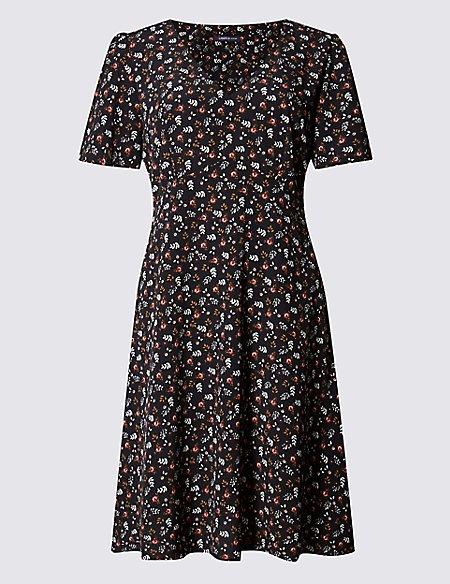 Ditsy Print Short Sleeve Shift Dress