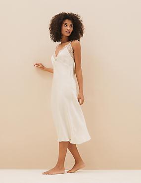 Bruidsnachthemd van satijn en kant