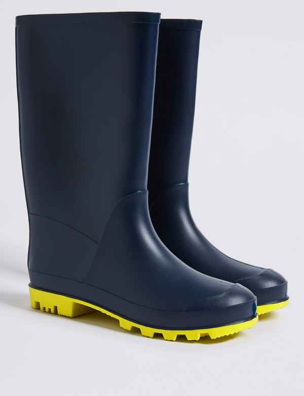984dc1af3f8e Kids  Wellies (13 Small - 6 Large)
