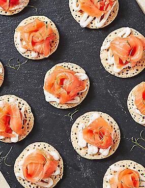 Salmon Blinis (20 Pieces)