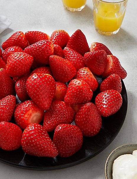 Fresh Strawberries & Whipped Cream (Serves 8)