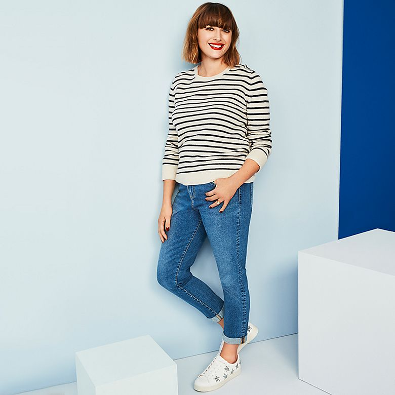 Clemmie Hooper wears a Breton jumper with mom jeans and white trainers