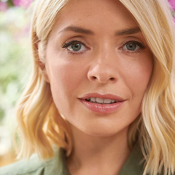 """bb36202b383c Close up of Holly Willoughby. """""""