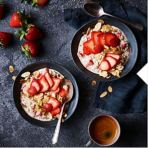 Strawberry and almond overnight oats