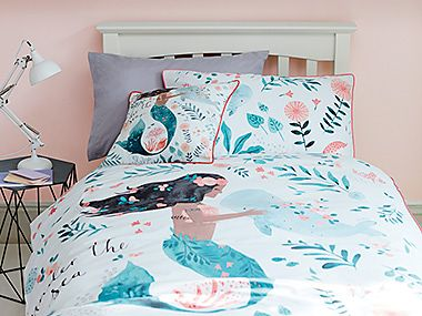 Patterned kids' bedding set with mermaid and flowers