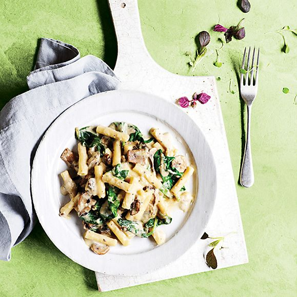 Mac 'n' cheese with roasted mushrooms and fresh spinach